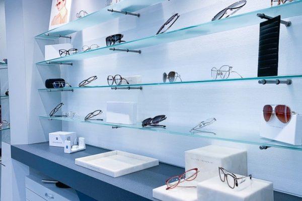 Brillenauswahl bei Optik Weiss Lippstadt Foto von PICNIC Foto Soest