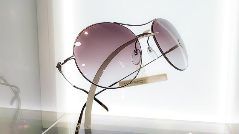 Silhouette Sonnenbrille mit violetten Gläsern Foto von PICNIC Foto Soest