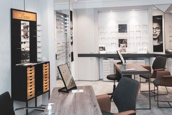 Brillenregal von Lunor bei Optik Weiss Lippstadt